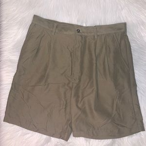 Croft & Barrow size 36 green shorts M
